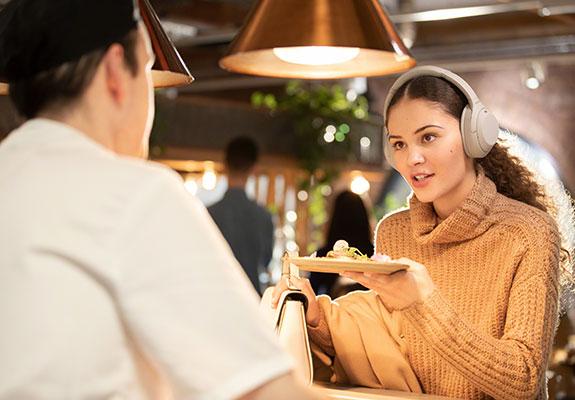 Sony WH-1000XM4 Speak-to-Chat