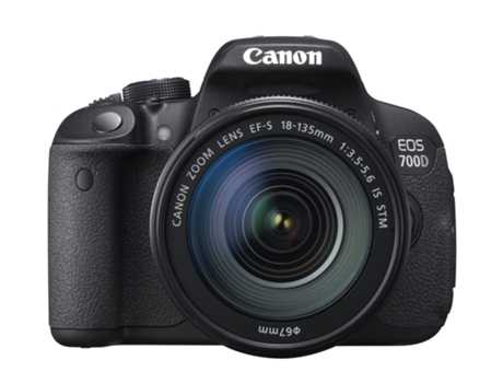 Máquina Fotográfica CANON EOS 700D + EF-S 18-135mm IS — 18 MP / ISO 100 a 6400